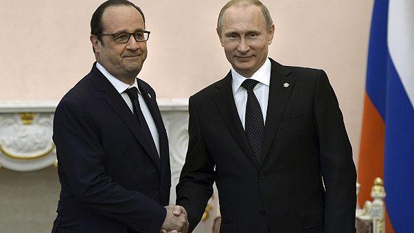 خلافات بين باريس وموسكو بشأن صفقة بيع حاملتيْ مروحيات فرنسية
