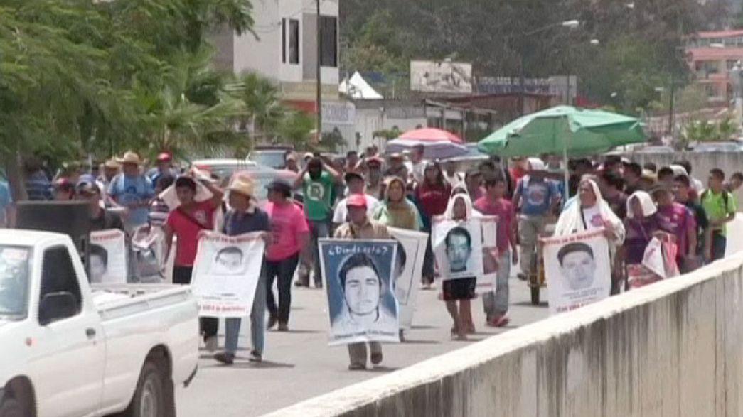 Manifestantes piden justicia por desaparición de 43 estudiantes en Guerrero