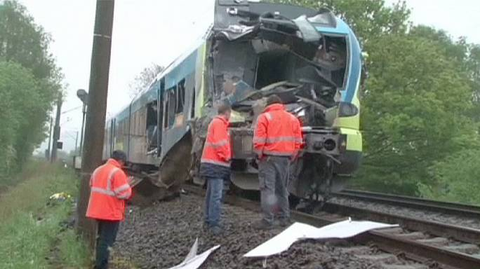 Trágyaszállító ütközött vonattal Németországban- több halott