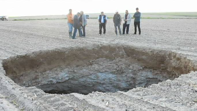 Turkey: locals 'terrified' as giant sinkhole appears