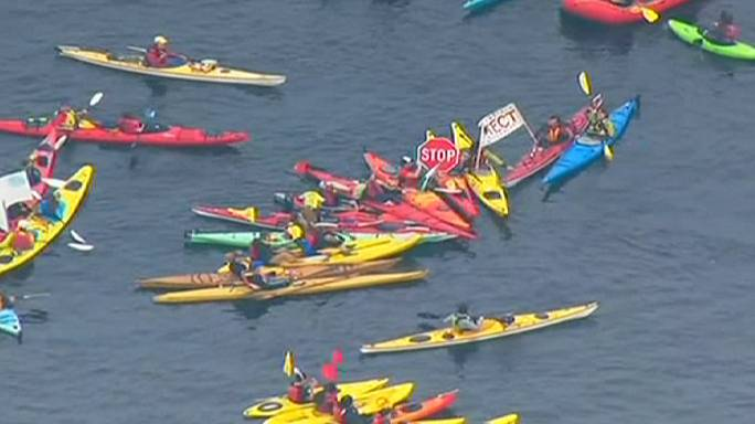 Kayakers protest against Shell's 'Pioneer' Arctic oil drilling rig