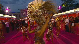 Le Life Ball illumine l'hôtel de ville de Vienne