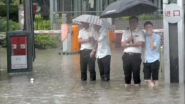Κίνα: Νεροποντή «βούλιαξε» την πόλη Φούζου
