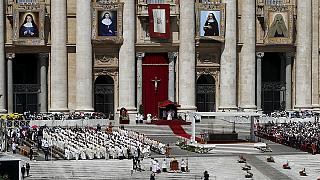 Papa Franceso santifica due suore palestinesi. Presente a San Pietro anche Mahmoud Abbas