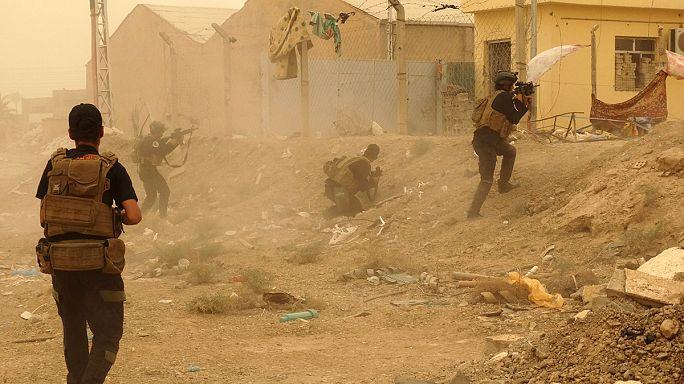 L'État islamique recule à Palmyre en Syrie, mais affirme avoir pris Ramadi en Irak