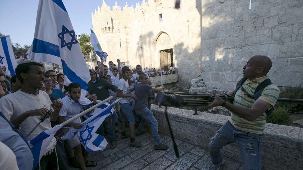 Gerusalemme, la destra israeliana nei quartieri arabi celebra la liberazione della città. Scontri con i palestinesi