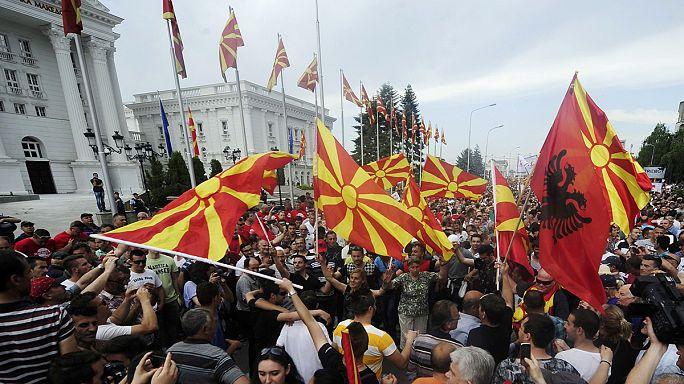 Makedon hükümetine istifa baskısı