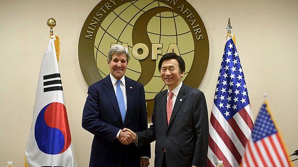 """Coree: Kerry a Seoul, """"uniti contro minaccia Pyongyang"""""""