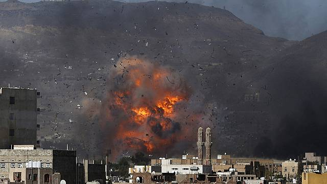 بعد انقضاء الهدنة غارات للتحالف على الحوثيين في عدن