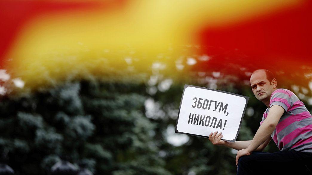 Makedonya'da hükümet karşıtlarından oturma eylemi