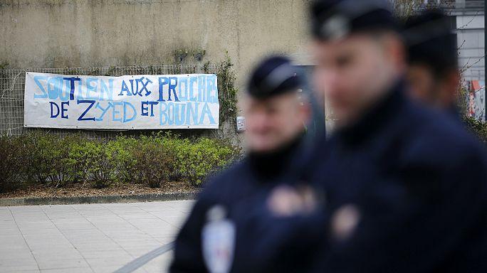 Újra felmenették a francia rendőröket, akik nem segítettek a tarfóházba menekült fiúkon