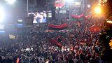 Makedonya'da hükümet yanlıları da sokağa indi