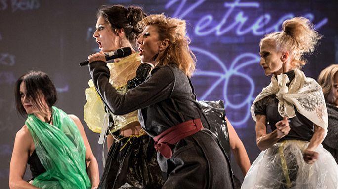 Slampoetry, nagyöregek és fiatal tehetségek a szegedi színházi fesztiválon