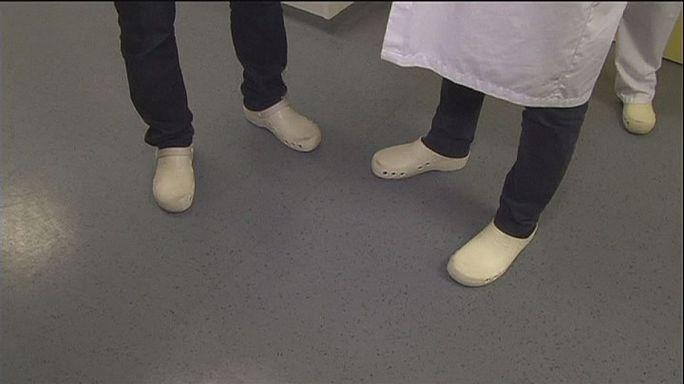 Hastanelerde el temizliği akıllı ayakkabılarla denetlenecek