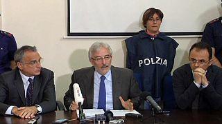 Két migránst vádolnak a 800 áldozatot követelő tragédia miatt