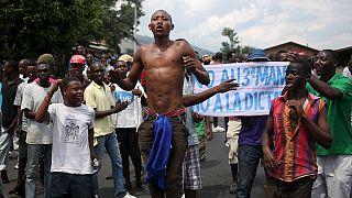Burundi: folytatódnak a tüntetések, elindult a menekültáradat