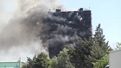 Palazzo in fiamme a Baku, almeno 15 morti