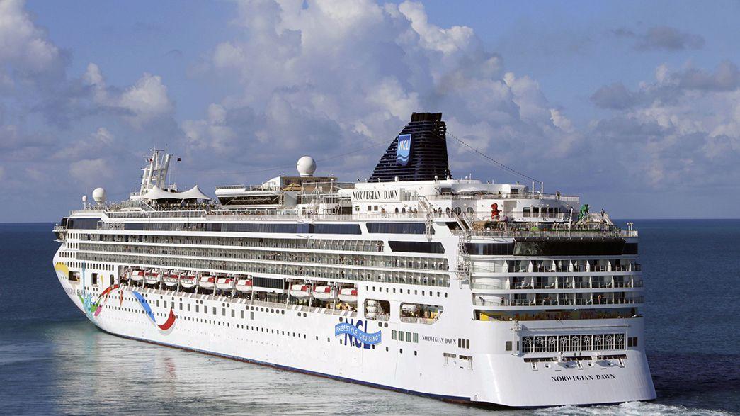 Nave da crociera norvegese resta incagliata negli scogli al largo delle Bermuda