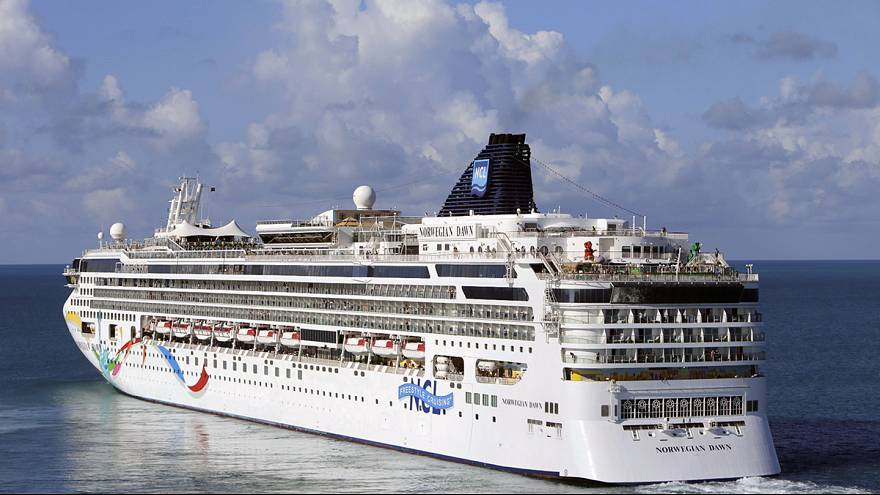 Norveç yolcu gemisi Bermuda'da karaya oturdu