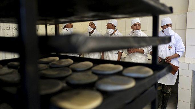 В Боливии хлеб теперь пекут военные