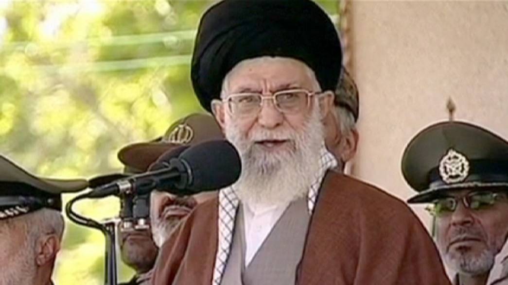 Irão: Aiatola Khameni exclui inspeções estrangeiras