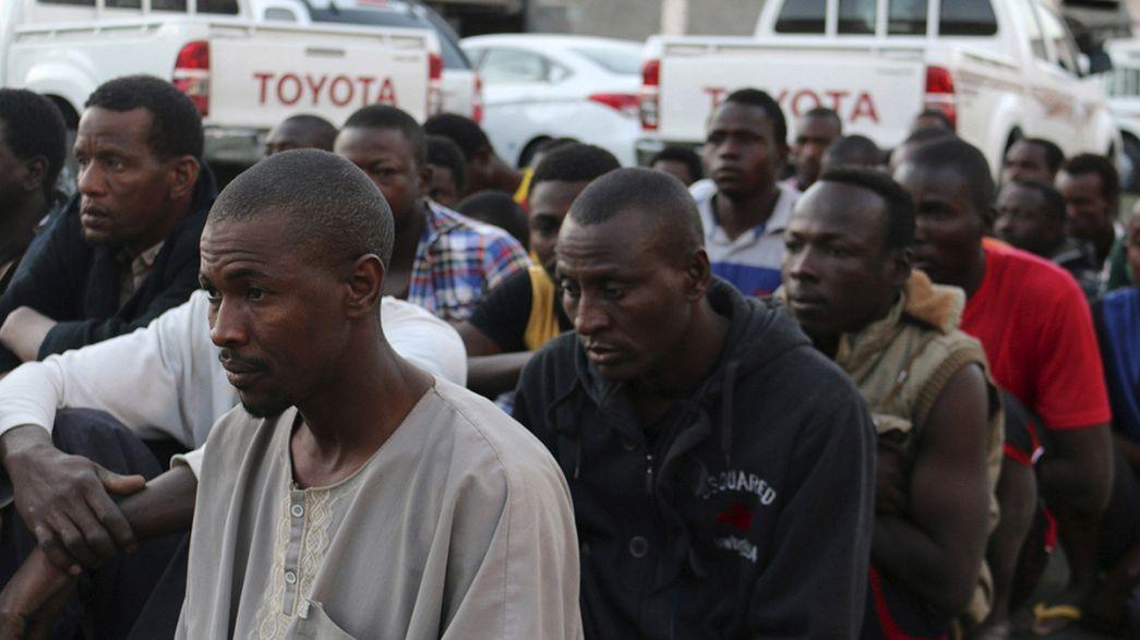 Embertelenül bánnak a menekültekkel Líbiában