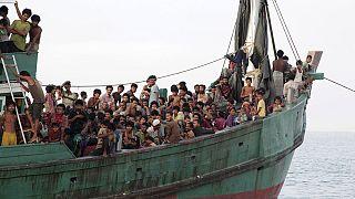 اندونيسيا وماليزيا تعلنان وقف ابعاد مراكب المهاجرين الفاريين من ميانمار و بنغلادش