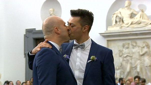 Rome: Same sex couples celebrate first civil unions