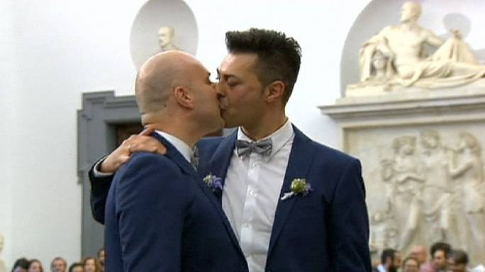 Rome: Same sex couples celebrate first civil unions