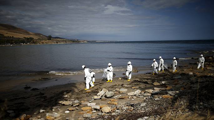 سانتا باربرا: عمليات تنظيف البقعة النفطية بدأت و ستستمر لعدة أشهر