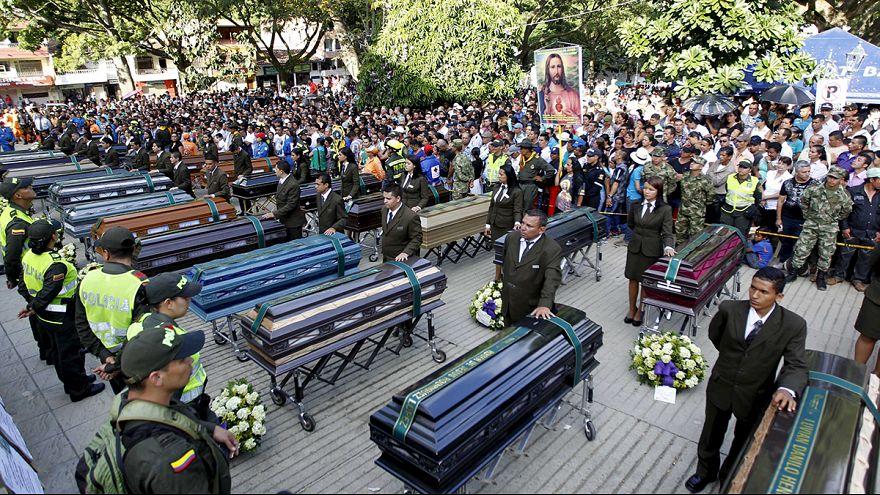 Despedida multitudinaria en Colombia a los fallecidos en la avalancha de Salgar
