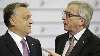 Hello, diktátor! - köszöntötték Orbánt az EU-s csúcson