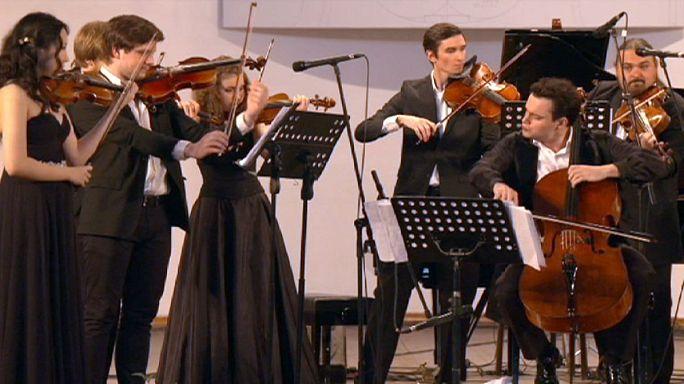 أذربيجان تكرم عازف التشيلو رستروبوفيتش في مهرجان للموسيقا في باكو