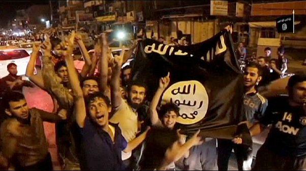 EI avança no Iraque e Washington mantém bombardeamentos aéreos