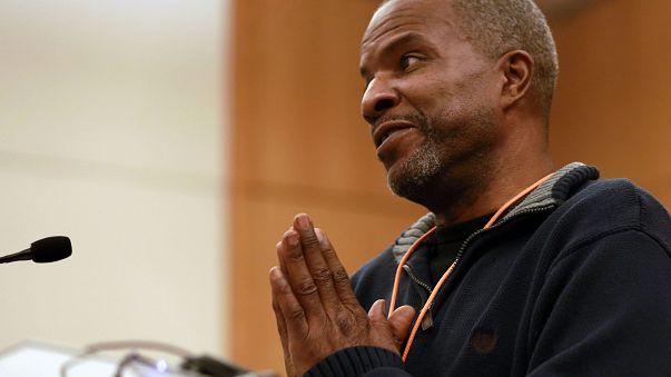 Image: Former felon speaks to Virginia legislators about expungement proces