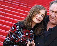 Cannes 10e jour: Gérard Depardieu, Isabelle Huppert et Hou Hsiao-hsien sur le tapis rouge