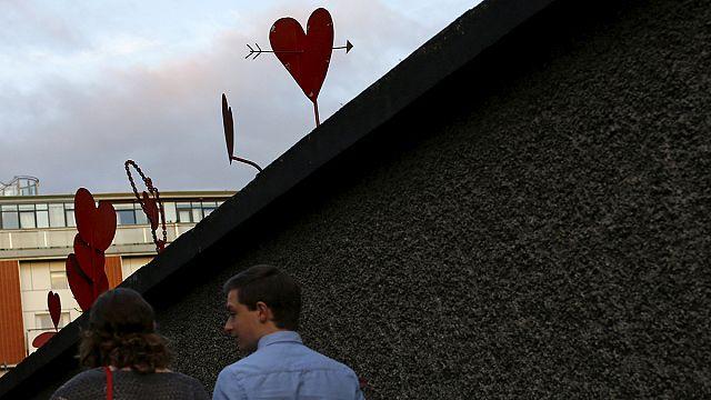 Írország: számolják az eredményt a melegházasságról szóló népszavazás után
