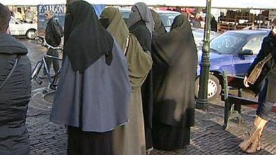 Dutch set to ban full-face veil