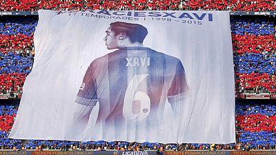 Barca fans pay tribute to club legend Xavi