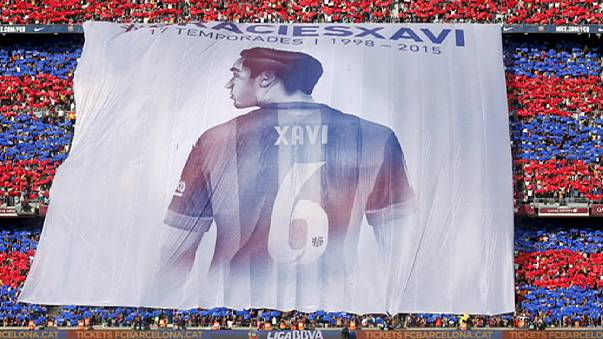 Barca fans pay tribute to club legend Xavi