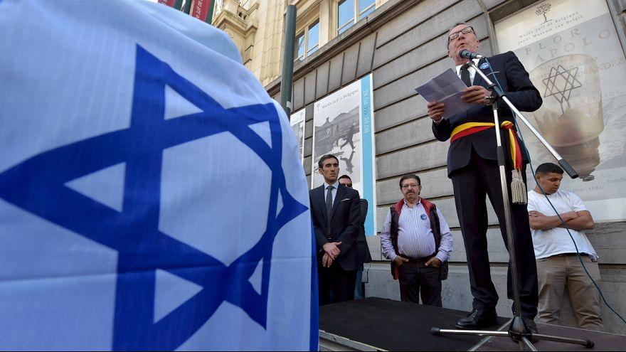 Bruselas rinde homenaje a las víctimas en el Museo Judío, un año después del ataque.