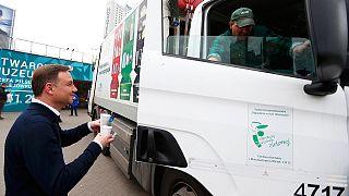 Szavazóival kávézott az új elnök Varsóban