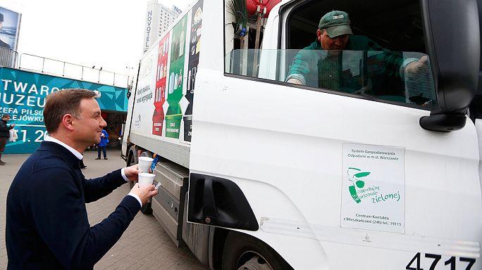 Le nouveau président de la Pologne à la sortie du métro : un petit café ?