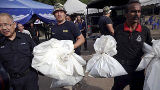 Malaysian police find 139 mass graves near Thai border