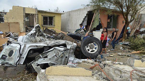 گردباد در مکزیک دهها کشته و مجروح برجای گذاشت