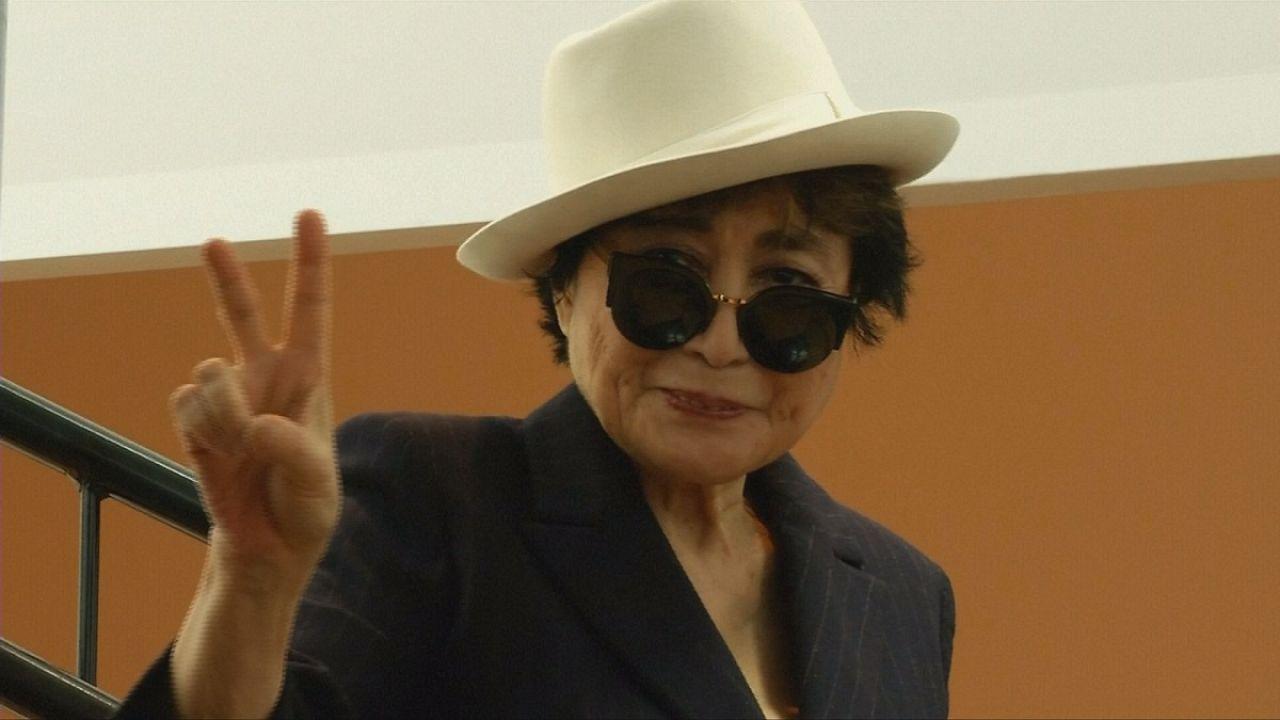 Yoko Ono impazza al MoMa di New York