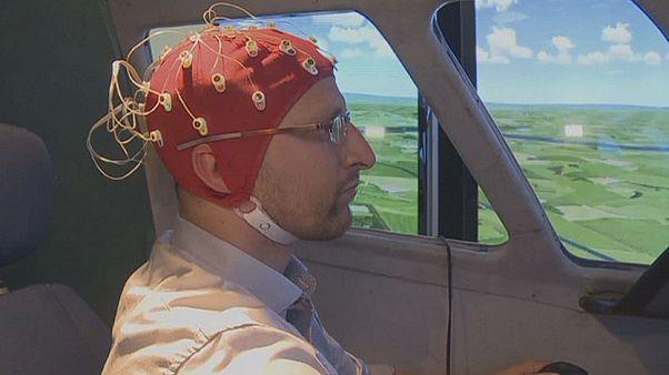Vizsgálják a pilóták agyát, hogy csökkentsék a hibákat