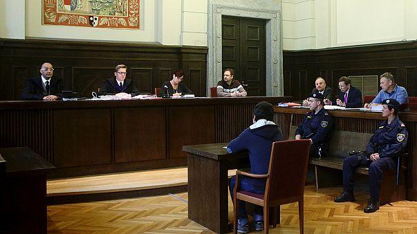 Egy 14 éves fiút ítéltek el terrorizmusért Ausztriában