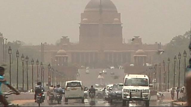 India continues to swelter as temperatures approach 50 degrees Celsius