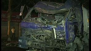 China: Spektakulärer LKW-Unfall
